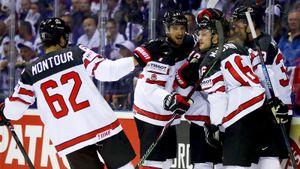 Канада получила 5 шайб отСловакии ипобедила при помощи судей. «Кленовые листья» пока ужасны