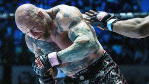 50-летнего американца забивал в ринге российский ютуб-боец. Монсон подрался по правилам бокса и проиграл