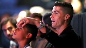 Сын Роналду хочет играть сотцом водной команде ипризывает его незавершать карьеру
