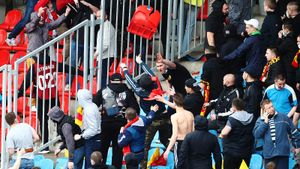 Скандал в Туле: фанаты «Спартака» и «Арсенала» забросали друг друга креслами. Фото/видео