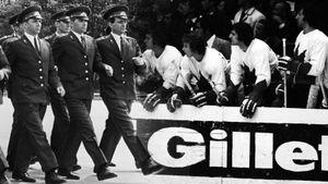 Знаменитая драка в матче СССР — Канада. «Кленовые листья» бились с советской милицией и оскорбляли болельщиков