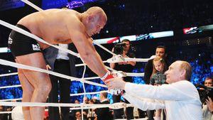 Ему аплодировал Путин, он враждовал с братом и бил топовых бойцов. История легендарного Федора Емельяненко