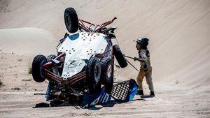 Перевернулись, застряли в песке, сломалось управление: все боги против россиян на «Дакаре»
