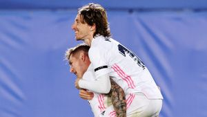 «Реал» выиграл у «Барселоны» и вышел на 1-е место в чемпионате Испании