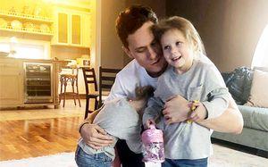 Полиция ищет детей русского хоккеиста Зайцева. Бывшая жена обвиняет его впохищении дочерей