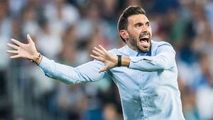 Помощник тренера «Барселоны» оскорблял игроков во время класико. Звезды клуба недовольны им
