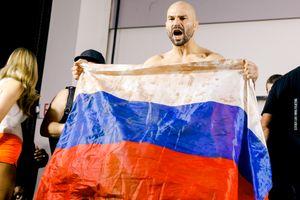 УЛобова пытались вырвать флаги России иИрландии навзвешивании перед боем
