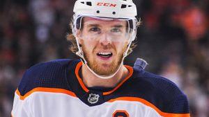 Лучший хоккеист мира мог пропустить целый сезон. Макдэвид отказался отоперации идоминирует вНХЛ