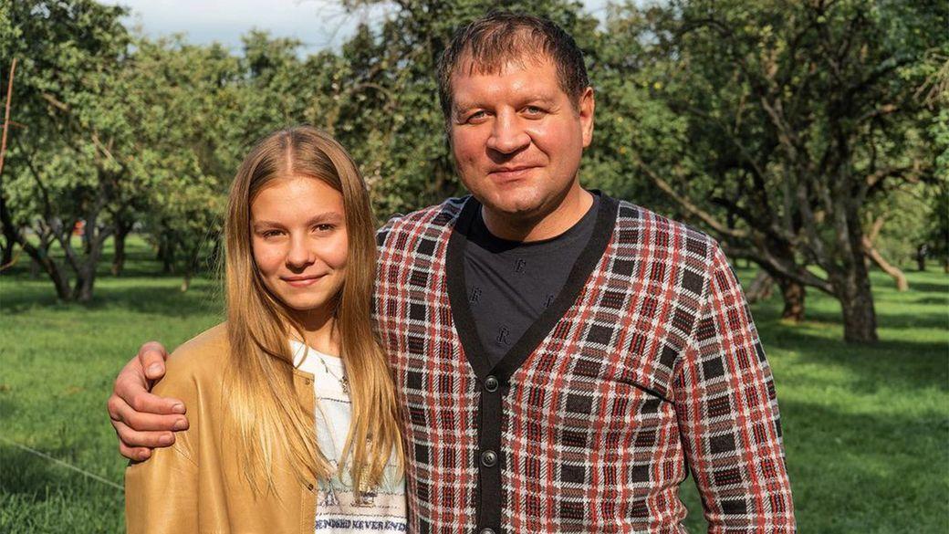 Моя принцесса. Александр Емельяненко опубликовал фото с повзрослевшей дочерью