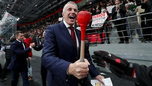 Канадский тренер «Авангарда» может вернуться вНХЛ. Хартли станет хоккейным послом России вКанаде
