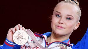 Гимнастка Мельникова взяла бронзу ЧМ в личном многоборье. В эпоху непобедимой Байлз — почти победа