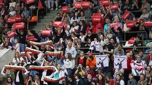500 роз, 500 плакатов итрудности из-за Дня города. Как Москва приняла Загитову иМедведеву