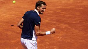 Медведев впервые в карьере сыграет в финале грунтового турнира. В Испании ждут его битву с Надалем