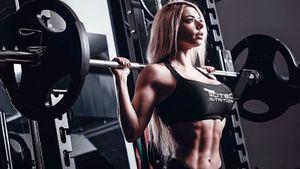 Как натренировать плечи, как уиспанской звезды фитнеса. Советы Виктории Перес