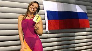 Проживающая в Америке российская пловчиха Ефимова прошла по улице вместе с протестующими: видео