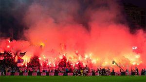 Коронавирус не помешал фанатам «Партизана» и «Црвены Звезды» заполнить стадион и устроить пирошоу
