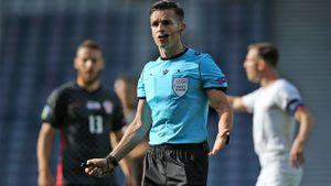Главный судья матча Хорватия— Чехия дважды терял желтую карточку во время игры