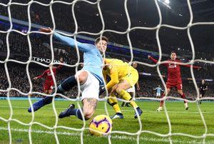 Гол «Ливерпуля» отменили благодаря Hawk-Eye. Мячу не хватило 1,12 см, чтобы пересечь линию