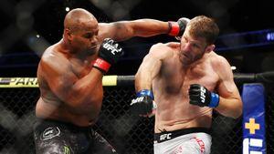Миочич побил Кормье и остался чемпионом. Итоги турнира UFC 252