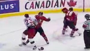 Знаменитая драка Россия — Канада на Суперсерии. Наши уложили на лед арбитра, драться пришлось «пять на пять»