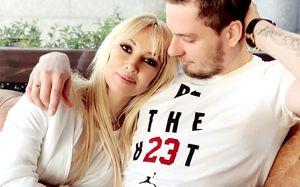 Звезда российского ТВ и хоккеист «Салавата» ждут ребенка. Фото счастливой пары это подтверждают