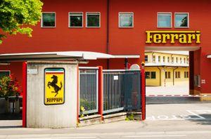 «Феррари» переоборудовала один из цехов своего завода под производство комплектующих для респираторов и масок