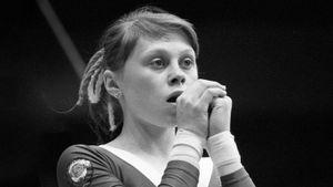 Советская гимнастка была лучшей в мире, но после падения ее парализовало. «Перелет Мухиной» сейчас под запретом