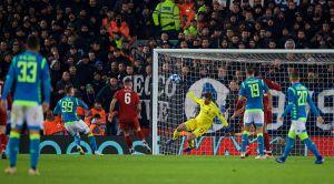 «Просто нереально, нет слов». Вратарь «Ливерпуля» выдал сейв сезона, когда его расстреливали вупор