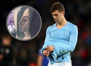 Игрок «Ман Сити» год пытается удалить татуировку с лицом жены после ухода к беременной любовнице