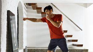 Новый тренд домашнего фитнеса. Леди Гага иДженнифер Энистон пользуются специальным зеркалом