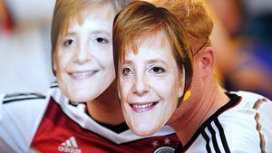 Чемпионат Германии вернется 15мая: футболисты вмасках, 322 человека настадионе, тесты, запрет наобъятия