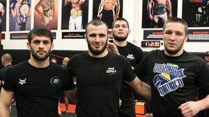 Хабиб завоевывает США как тренер. Один друг Нурмагомедова оформил глухой нокаут, другой— побил экс-чемпиона