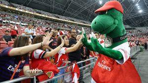 «Это позор!». «Арсенал» выгнал маскота после 27 лет работы — фанаты уже негодуют в соцсетях
