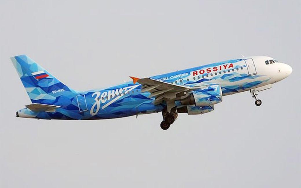 Самолет Зенита совершил аварийную посадку из-за попадания в стаю птиц