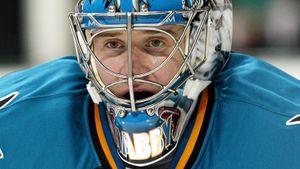 Легендарный гол вратаря Набокова. Он собирался «разрядить обстановку», но вошел в историю НХЛ
