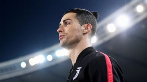 Роналду пожал руки несуществующим болельщикам: видео. Матч «Юве»— «Интер» играли без зрителей из-за коронавируса