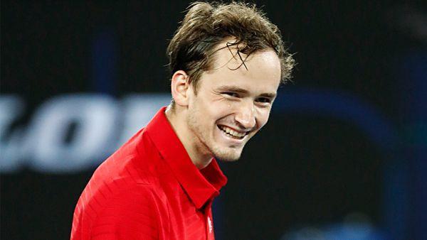 Медведев выиграл 10-й турнир в карьере и стал 2-м в мире. В сентябре он может обойти Джоковича