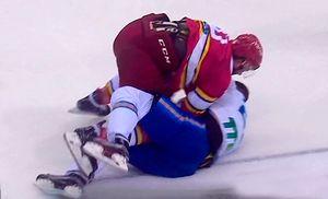 Новая драка в КХЛ. Китайский форвард «Куньлуня» уложил соперника на лед за несколько секунд
