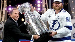 Победа над коронавирусом — главная в плей-офф НХЛ. За 2 месяца не заразился ни один человек