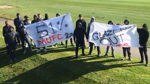 Фанаты «МЮ» заблокировали вход на базу клуба в знак протеста против Суперлиги и Глейзеров