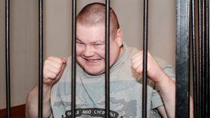 Сбегал из России, отсидел три срока, побил будущего чемпиона UFC Орловского. История скандального бойца Дацика