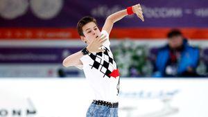 Ученик академии Плющенко Ковалев попал на московский этап Гран-при. Ему 17, но он выиграл все турниры в сезоне