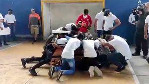В Мексике застрелили 16-летнего футболиста. Друзья помогли ему забить гол после смерти