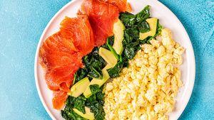 Готовим нежнейший омлет с лососем. Рецепт подойдет даже тем, кто сидит на диете