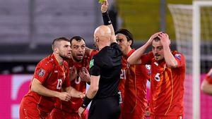«Позор! Русский устроил бардак». Македонские фанаты раскритиковали нашего судью Карасева после игры с Германией