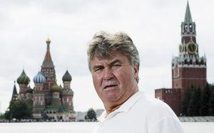 «ПоАмстердаму Гус гоняет на«Харлее». Тонна историй про Хиддинка, Капелло исборную России