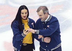 Двукратная чемпионка ОИ Исинбаева открыла матч КХЛ. Ей помог сын великого Харламова