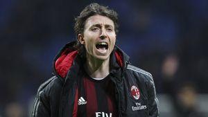 «Они заставили меня завязать сфутболом». Бывший капитан «Милана» атакует клуб