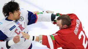 Легендарная драка 115-килограммового русского хоккеиста. Артюхин разбил лоб канадскому тафгаю Бреннану: видео