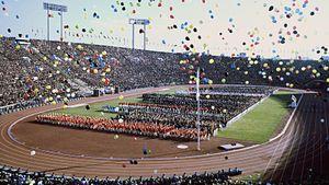 Как прошла Олимпиада в Токио в 1964-м: факел нес парень из Хиросимы, на ТВ показывали в цвете, СССР был в топе